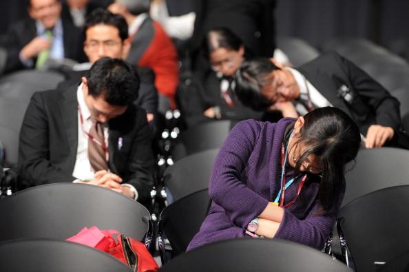 Делегация спит во время кофрференции ООН в Копенгагене. Фото: AFP PHOTO / Olivier Morin OLIVIER MORIN/AFP/Getty Images