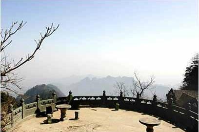 Башта огляду на піку Тяньчжуфен. Гори Уданшань. Фото з secretchina.com