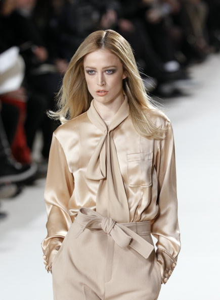 Презентация коллекции Hannah MacGibbon Весна / Лето 2011 на Недели моды в Париже. Фото FRANCOIS GUILLOT/AFP/Getty Images