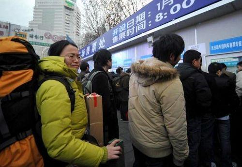 В очереди за билетами. 31 января. Шанхай. Фото: China Photos/Getty Images