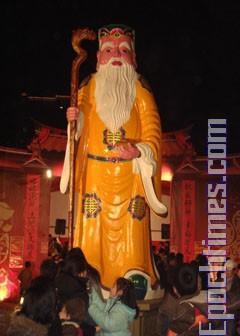 Выставки фонарей и другие мероприятия, связанные с праздником Юаньсяо. Фото: Лин Сюйся/Великая Эпоха