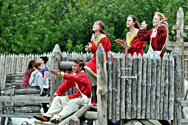 Скоморохи на фестивале «Былины древнего Киева» в парке Киевская Русь 28 августа 2010 года. Фото: Владимир Бородин/The Epoch Times