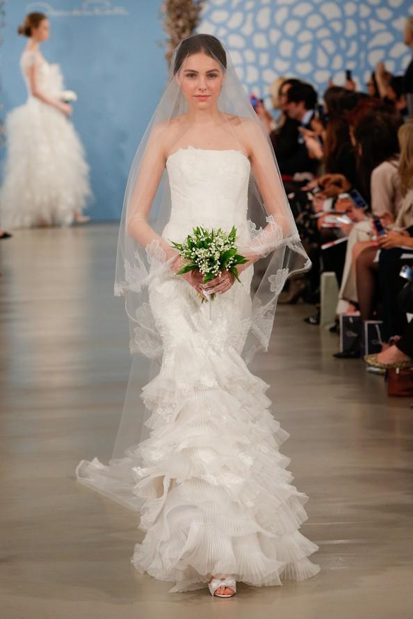 Свадебные платья весна-лето 2014 от Oscar De La Renta. Фото: JP Yim/Getty Images