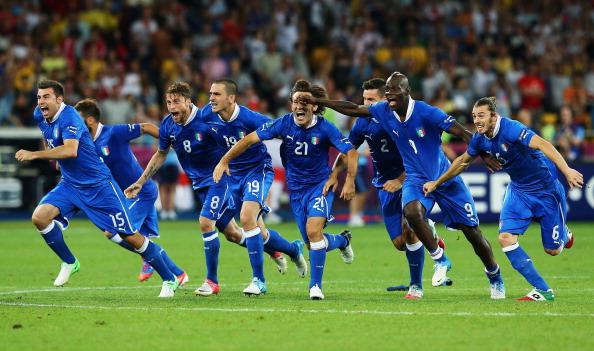 Збірна Італії після перемоги над Англією в серії післяматчевих пенальті, 24 червня, Київ. Фото: Martin Rose/Getty Images