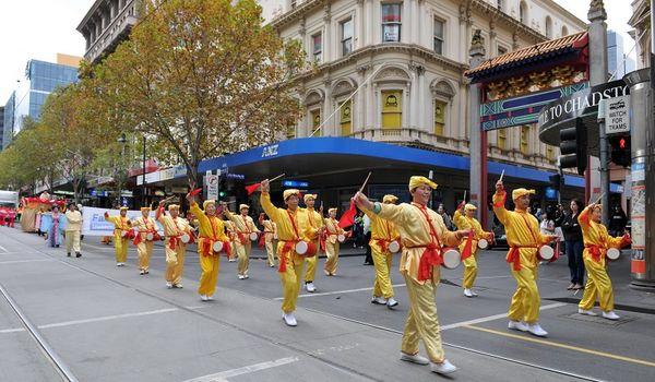 Святковий хід у Мельбурні, присвячений Всесвітньому дню Фалунь Дафа. Фото: Ху Юхуа/ The Epoch Times