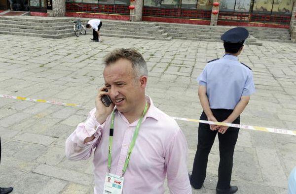 Корреспондент английского телеканала ITN Джон Рэй. Фото: JEWEL SAMAD/AFP/Getty Images