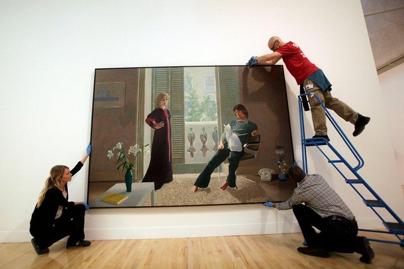Лондон, Англия, 13 мая. В галерее «Тейт-Британия» открылась выставка, посвящённая 500-летней истории британского искусства. На фото — картина Дэвида Хокни «Мистер и миссис Кларк и их кот Перси». Фото: Warrick Page/Getty Images