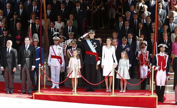 Король Іспанії Феліпе VI, королева Летиція та їхні діти принцеси Софія та Леонора. Фото: Andreas Rentz/Getty Images