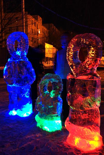 Выставка ледяных и снежные фигур установлена в центре Киева. Фото: Владимир Бородин/The Epoch Times