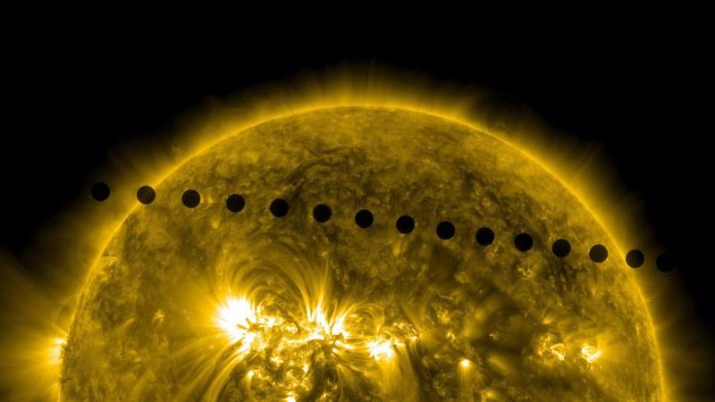Близький Космос, 6червня. Складене зображення проходження Венери по диску Сонця. Наступне проходження Ранкової Зірки по диску світила трапиться лише в 2117 році. Фото: SDO/NASA via Getty Images
