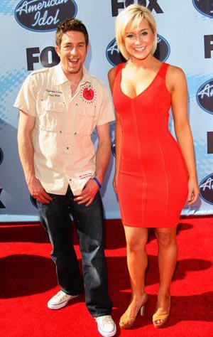Предыдущие победители Elliott Yamin и Carrie Underwood. Фото: Frederick M. Brown/Getty Images