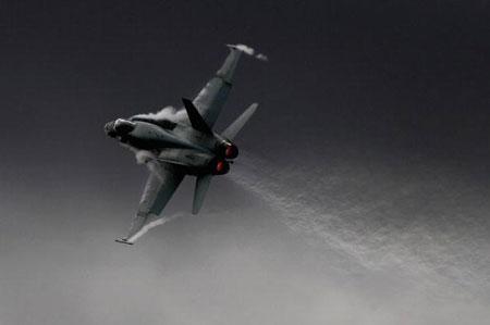 Истребитель F/A18 участвует в международном авиашоу. Фото: Mark Dadswell/Getty Images