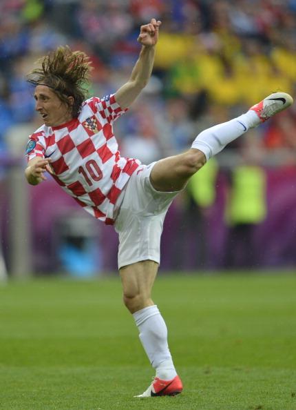 Хорватский полузащитник Лука Модрич во время матча Италии против Хорватии 14 июня 2012 года в Познани. Фото: ODD ANDERSEN/AFP/Getty Images