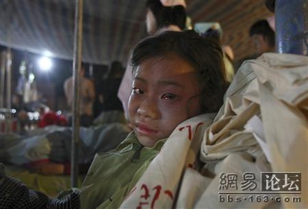 Батько шукає свого сина. Фото із secretchina.com