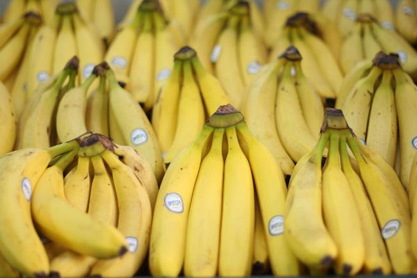 Лимон, кукуруза, сыр, ананасы, яблоки, бананы улучшают аппетит, очищают кровь, стимулируют пищеварение. Фото: Sandra Mu / Getty Images