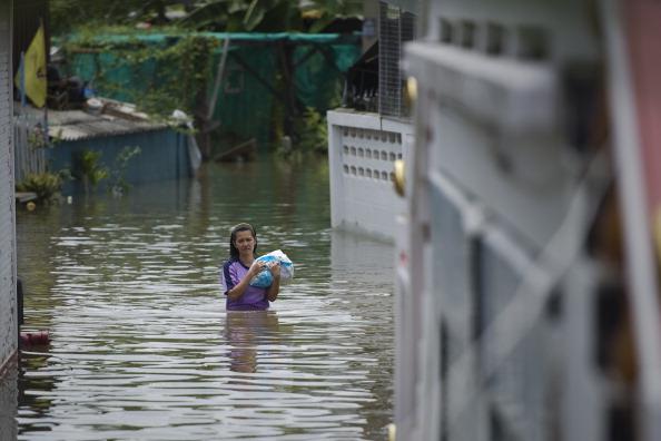 Причиною серйозних повеней у сезон мусонних дощів в Таїланді став тропічний шторм. Фото: NICOLAS ASFOURI/Getty Images