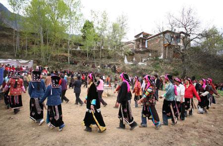 Гости танцуют на свадьбе. Фото: China photos/ Getty image