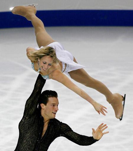 Канадська пара Craig Buntin і Valerie Marcoux на чемпіонаті в Токіо. Фото: TORU YAMANAKA/AFP/Getty Images