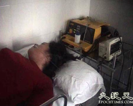 Некоторые жители получили сильные травмы в результате стычек с милицией и находятся в больнице. Фото: Великая Эпоха