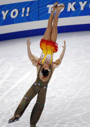 Французька пара Nathalie Pechalat and Fabian Bourzat в ході чемпіонату світу з фігурного катання. Фото: TORU YAMANAKA/AFP/Getty Images