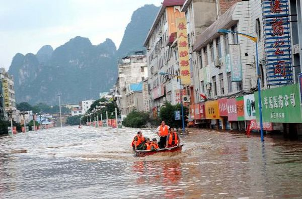 Сильные ливни вызвали наводнение в провинции Гуанси. Фото с aboluowang.com