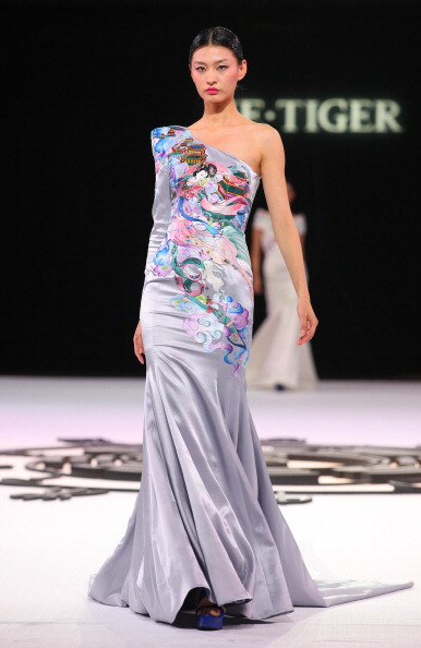 Презентація колекції від NE Tiger Haute Couture 2011 на Тижні моди в Пекіні. Фото Str/afp/getty Images
