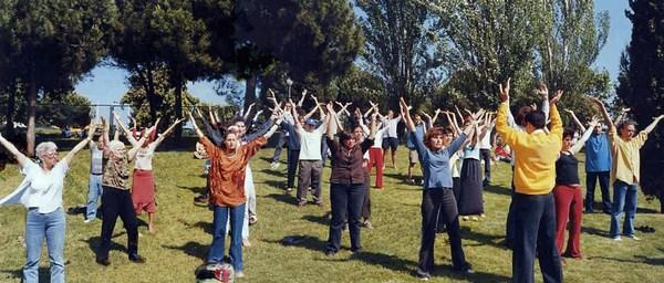 Навчання вправам Фалуньгун. Фото: ru-enlightenment.org