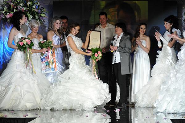 Вручение призов финалисткам конкурса Невеста года в Украине-2010. Фото: Владимир Бородин/The Epoch Times Украина