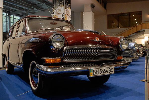 Выставка «Ретро и экзотика мотор шоу» открылась в Киеве 16 апреля 2010 года. Фото: Владимир Бородин/The Epoch Times