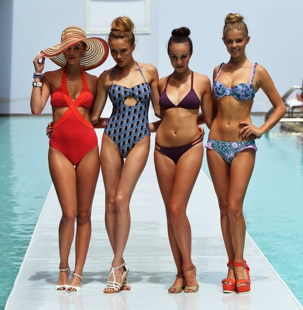 Новинки пляжной моды на Mercedes-Benz Fashion Week Swim 2014. Фото: Mike Coppola/Getty Images