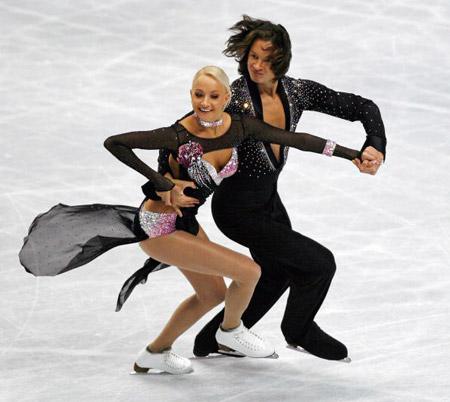 Російські фігуристи Oksana Domnina і Maxim Shabalin на чемпіонаті в Токіо. Фото: TORU YAMANAKA/AFP/Getty Images