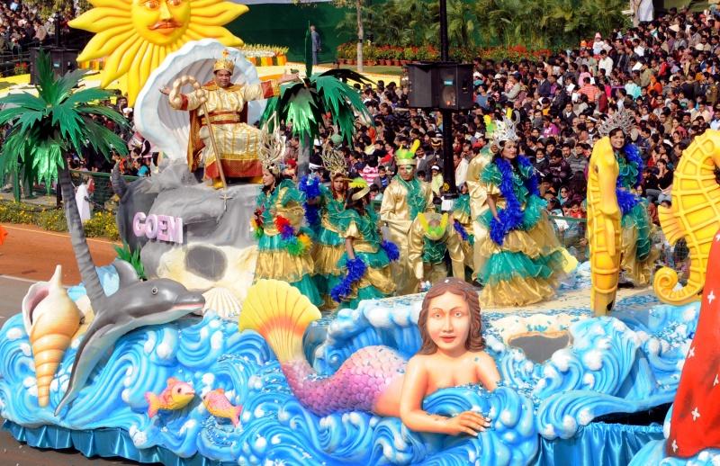 На платформі від штату Гоа сидить цар Момо (міфічний цар карнавалів). Фото: RAVEENDRAN/AFP/Getty Images