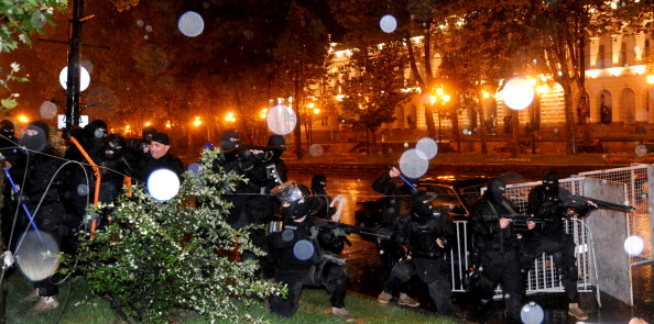В Тбилиси, в ночь на 26 мая, грузинские солдаты спецназа силой разогнали акцию протеста на проспекте Руставели. Фото: VANO SHLAMOV/Getty Images