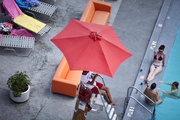На восточное побережье США пришла сильнейшая жара. Фото: Brendan Smialowski/Getty Images