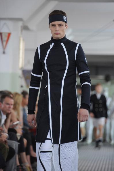 Миланская неделя моды представляет экипировку фехтовальщика от Moncler Gamme Bleu. Фото: Tullio M. Puglia/Getty Images