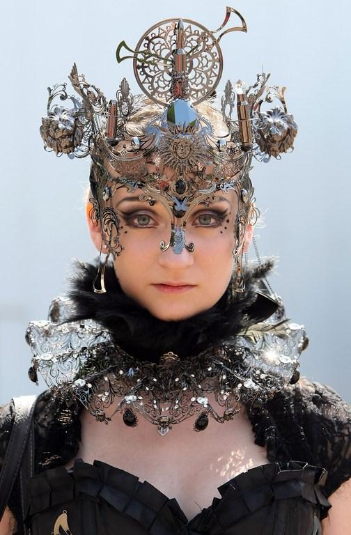 Лейпциг, Німеччина, 26травня. Учасниця найбільшого в світі фестивалю готичної музики і мистецтва, що відкрився в місті. Фото: Adam Berry/Getty Images