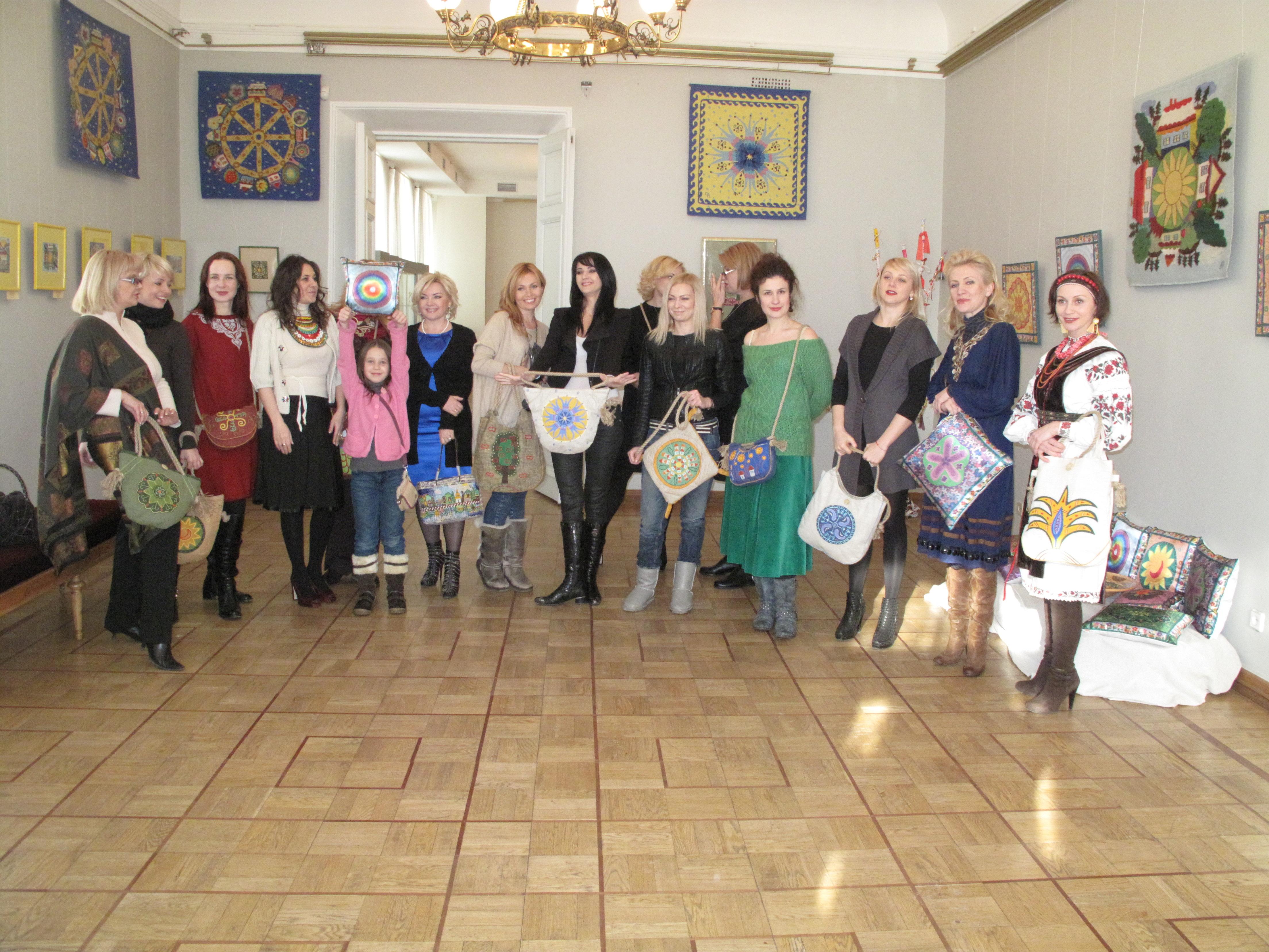 Етно-колекція сумок від Анжеліки Рудницької. Фото: Оксана Позднякова/The Epoch Тіmes Україна