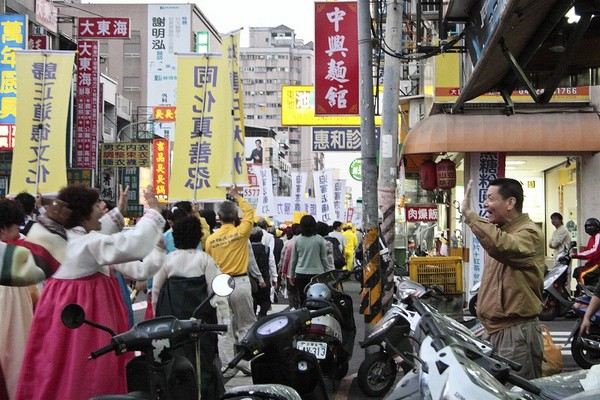 Шествии в поддержку 64 млн вышедших из организаций китайской компартии. Тайвань. 21 ноября 2009 год. Фото: The Epoch Times