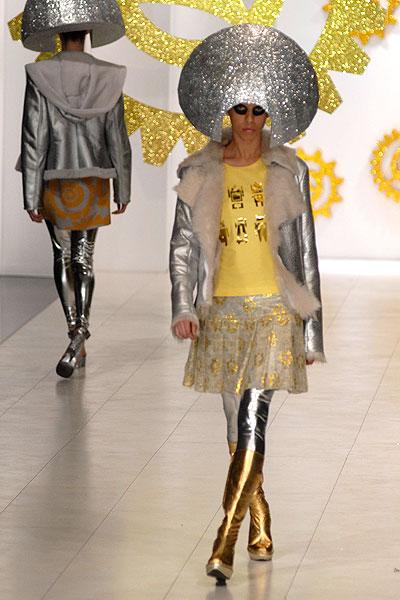 Модели демонстрируют одежду из коллекции украинского дизайнера Алексея Залевского на Украинcкой неделе моды в Киеве 12 марта 2010 года. Фото: Владимир Бородин/The Epoch Times