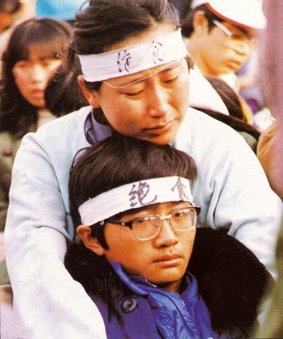 Души матери и сына связаны друг с другом, они вместе участвуют в голодовке. Фото с epochtimes.com