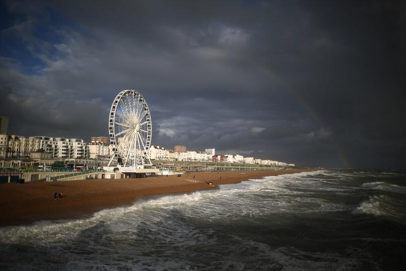 Брайтон, Англия, 24 сентября. Радуга сияет в небе над побережьем после проливных дождей. Сильные ветры и наводнения обрушились на территорию страны. Фото: Peter Macdiarmid/Getty Images