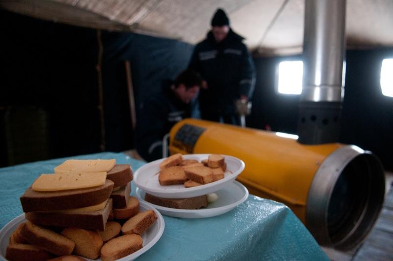 Пункт обогрева людей в морозы начал работать в Киеве 27 января 2012 года. Фото: Владимир Бородин/The Epoch Times Украина