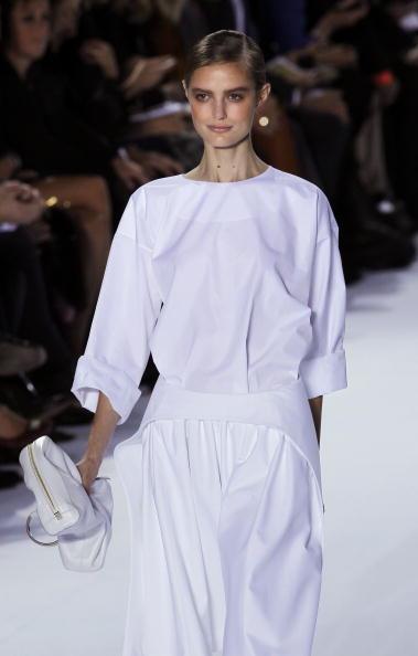 Презентація колекції Hannah Macgibbon Весна / Літо 2011 на Тижні моди в Парижі. Фото FRANCOIS Guillot/afp/getty Images