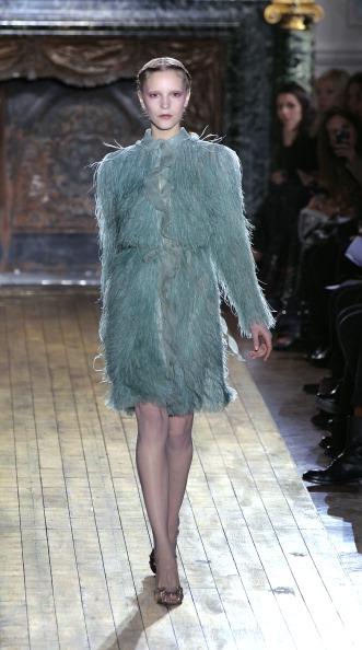 Показ колекції від Valentino на Тижні моди 2011 в Парижі. Фото PIERRE VERDY/AFP/Getty Images