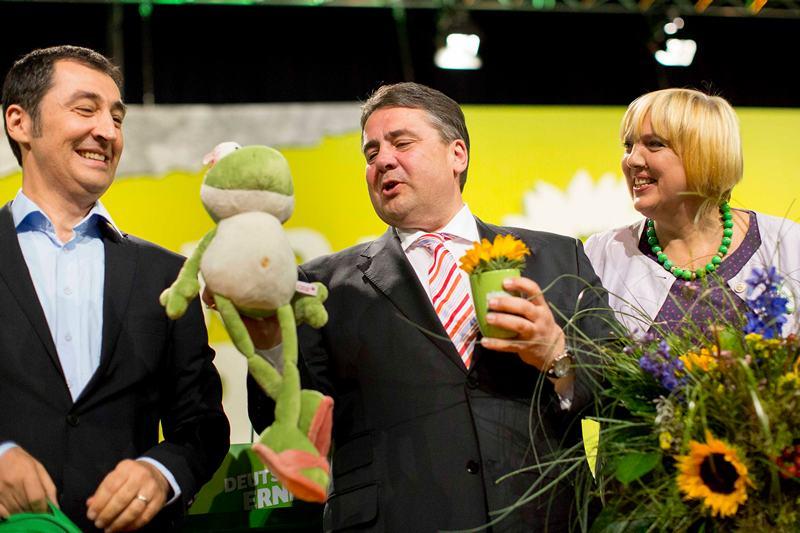 Берлін, Німеччина, 27 квітня. Зелена жаба від СДПН — для Партії зелених. Партія «Союз 90/Зелені» на 3-денному з'їзді підтвердила курс на співпрацю з СДПН проти Меркель на майбутніх виборах. Фото: Carsten Koall/Getty Images