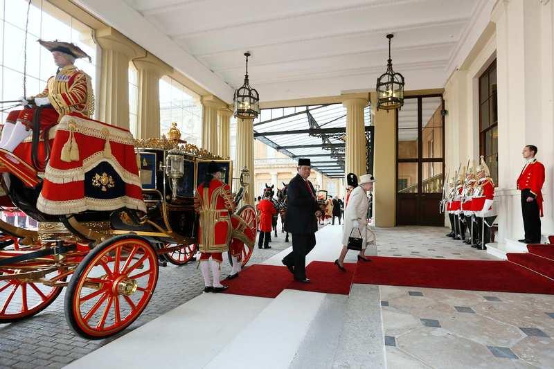 Лондон, Англия, 31 октября. Президент Индонезии Сусило Бамбанг Юдойоно прибыл в страну с трёхдневным визитом. Фото: Stefan Wermuth — WPA Pool/Getty Images