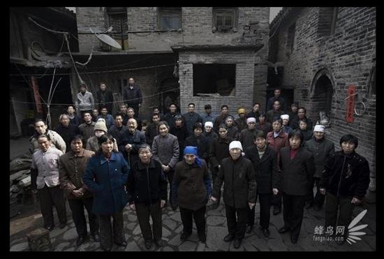 Невелике село Гусін в провінції Хебей, в результаті сильного забруднення навколишнього середовища, перетворилося в так зване «ракове село». Щороку в ньому від раку помирає понад 20 людей. 18 березня 2008 р. Фото: Лу Гуан