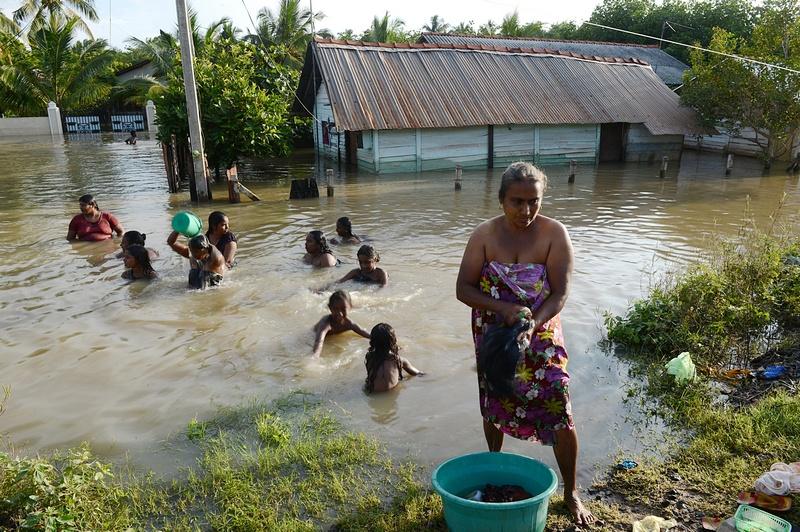 Северо-запад Шри-Ланка, 20 декабря. Сильные дожди затопили 14 из 25 административных округов, в том числе чайные плантации. Фото: Ishara S.KODIKARA/AFP/Getty Images