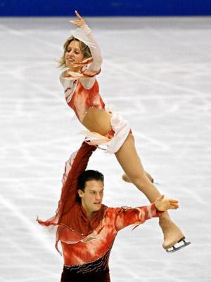 Канадська пара Craig Buntin і Valerie Marcoux на чемпіонаті світу з фігурного катання. Фото: TORU YAMANAKA/AFP/Getty Images