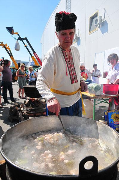 Всеукраинский фестиваль борща в Киеве 3 июня 2011 года в рамках выставки Агро 2011. Фото: Владимир Бородин/The Epoch Times Украина